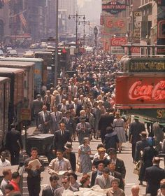 Street scene in New York City, 1960    Wish to have seen it between the 40's -50's