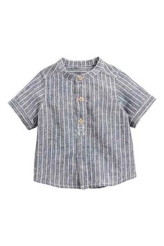 Short-sleeved shirt in a soft cotton and linen blend. Low collar and partially concealed fastening at front. Boys Clothes Style, Sewing Kids Clothes, Cute Outfits For Kids, Baby Boy Outfits, Baby News, Pull Bebe, Handmade Baby Clothes, Boys Shirts, Fashion Kids