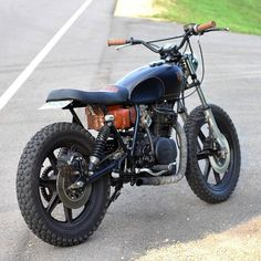 The 'Black and Tan' Yamaha XS400 Scrambler built by @holdfastmotors. Ready for some dirt action. Thanks for sharing! Photo by Chris Dolan. Send your photos and submissions to contact.croig@gmail.com for a chance to be featured. #croig #caferacersofinstagram