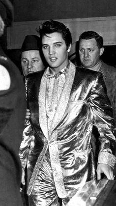 Elvis Presley  https://www.graceland.com/blog/wp-content/uploads/2017/03/elvisingold2.jpg