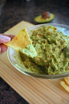 Best guacamole recipe ever. I've made it every weekend since I discovered it. Appetizer Salads, Yummy Appetizers, Appetizer Recipes, Snack Recipes, Cooking Recipes, Snacks, Appetizer Party, Best Guacamole Recipe, Salsa Recipe