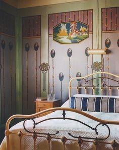 Love the art nouveau details