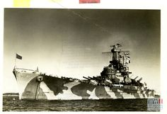 THE GIANT BATTLESHIP USS ALABAMA IS PORTRAYED AS SHE RIDES AT ANCHOR IN A QUIET INTERLUDE IN THE WAR AT SEA IN APRIL 1944 Uss Alabama, Oral History, Battleship, World War Ii, Wwii, Statue Of Liberty, Anchor, Museum, Sea