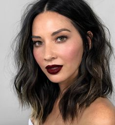 Olivia Munn stunned at the 2017 MTV Video Music Awards. Here's exactly how to recreate her look. Hair And Makeup Artist, Hair Makeup, Inspo Cheveux, Undone Look, Short Dark Hair, Black Long Bob, Black Lob, Red Carpet Hair, Langer Bob
