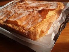 ¡¡¡ Tierna y esponjosa!!! Ingredientes: - 300 gr de azúcar - la corteza de un limón (solo la parte a...