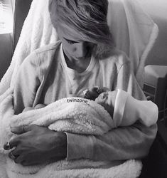 He will be the best dad of our child as u all know Ariana Grande Justin Bieber, Justin Bieber Style, Justin Bieber Pictures, Justin Bieber Children, Justin Bieber Wallpaper, I Love Him, My Love, Cutest Couple Ever, Famous Singers