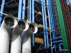 F.L.O. ; F.G. ; ... ETC...: PARIS - quartier BEAUBOURG Georges Pompidou, Wind Chimes, Architecture, Outdoor Decor, Home Decor, Photographs, Arquitetura, Decoration Home, Room Decor