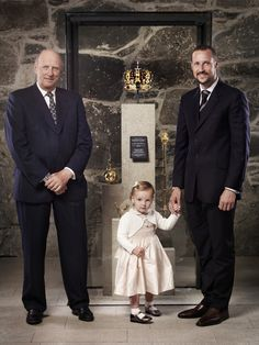King Harald, Crown Prince Haakon & Princess Ingrid Alexandra Taken In 2006 (?) Taken To Mark The Anniversary Of The Coronation Of King Haakon Ans Queen amaus. Pictured aIn Front Of The Royal Regalia. Duke And Duchess, Duchess Of Cambridge, Generation Pictures, Ingrid Alexandra, Norwegian Royalty, Line Of Succession, Royal Families Of Europe, Royal Crowns, Royal Jewels