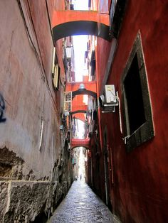 Spaccanapoli neighborhood in Naples, Italy  from http://www.nonstopfromjfk.com/exploring-naples-italy/