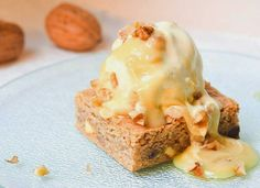S-Küche: Walnuss Blondies mit Vanilleeis und Honig-Creamche...