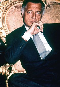 Gianni Agnelli - Elegance and lifestyle Italian icon Sharp Dressed Man, Well Dressed, Men's Style Icons, 60s Icons, Gianni Agnelli, Beautiful Men, Beautiful People, Versace, Most Stylish Men