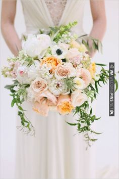 peach and white bridal bouquet by Utah Events by Design | VIA #WEDDINGPINS.NET