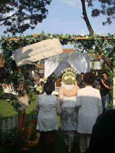 Shabby chic and rustic decoration for Javanese wedding