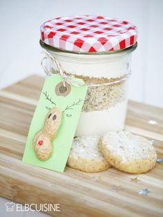 Ich liebe Geschenke aus der Küche, das ist wahrscheinlich normal für Foodblogger... Sehr gern verschenke ich sie natürlich auch! Diese himmlischen Vanille-Sterntaler kann man auch beruhigt nach Weihnachten backen, dann sind es Kekse und keine Plätzche ...