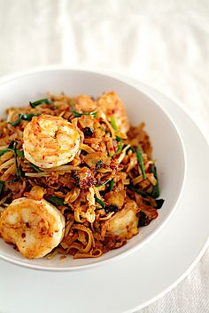 Penang Char Kuey Teow (炒粿條, Penang Fried Flat Noodles) // Recipe. I'm going to make this tonight!~