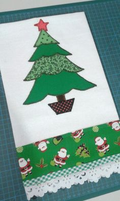 Lindo para Natal. Christmas Towels, Christmas Placemats, Christmas Applique, Crochet Christmas Ornaments, Christmas Mugs, Christmas Crafts, Christmas Decorations, Hand Applique, Applique Patterns