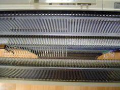 Gratis online leren hoe je op de breimachine de mooiste dingen maakt. Knitting Machine, Crafts, Knitting Looms, Handmade Crafts, Diy Crafts, Craft, Artesanato, Crafting
