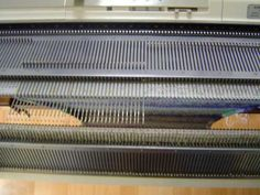 Gratis online leren hoe je op de breimachine de mooiste dingen maakt. Knitting Machine, Crafts, Manualidades, Handmade Crafts, Craft, Arts And Crafts, Artesanato, Handicraft