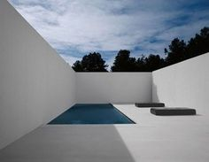 In Santa Fe, Ford constructed a severe concrete-and-plaster-walled courtyard for the pool, which he says was inspired by the work of artist James Turrell. The floor is heated for use in winter.