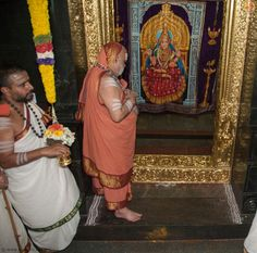 Sri Mahasannidhanam entering Sri Sharadamba temple at an auspicious time for worshipping the Goddess after Sharada Pratishtha.