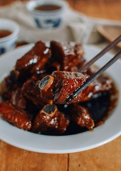 Ribs, a Chinese dish that's SUPER easy to make, but also irresistibly tasty. It takes just 8 ingredients to make this Chinese homecooked favorite! Chinese Home Cooking Recipes, Asian Recipes, Thai Recipes, Air Fryer Recipes, Asia Food, Wok Of Life, Pork Rib Recipes, Woks, Best Food Ever
