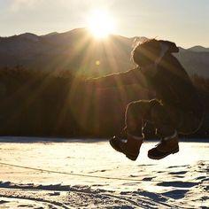【y.mits】さんのInstagramをピンしています。 《JUMP!  日の出の瞬間にカメラ放電した男。 #photo#nature#nikon#nikond5500#写真好きな人と繋がりたい#写真撮ってる人と繋がりたい#japan#Lovers_Nippon#森#forest#風景#風景写真#写真#美しい日本の風景#東京カメラ部#team_jp_#ptk_japan#tokyocameraclub#lovers_amazing_group#art_of_japan_#sunrise#sunrise_sunsets_aroundworld#snow#winter#man#mountain#sun》