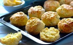 Served warm with oodles of margarine, these bacon, cream cheese and herb scones will impress guests and family alike. Ideal for freezing too. Cheese Scones, Savory Scones, Savory Muffins, Savory Snacks, Appetizer Recipes, Dessert Recipes, Dinner Recipes, Appetizers, Desserts