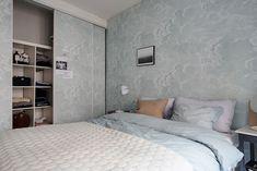 Scandinavian bedroom living double wall wallpaper clouds built-in wardrobe Scandinavian Bedroom, Scandinavian Interior Design, Scandinavian Furniture, Bedroom Wall, Bedroom Decor, Bauhaus Style, Gravity Home, Built In Wardrobe, Minimalist Interior