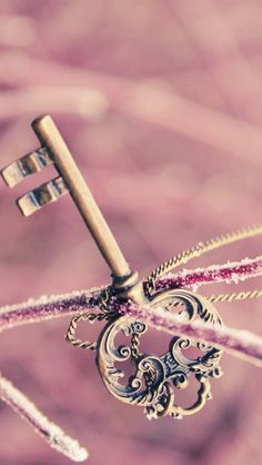 Key ★ Find more Vintage wallpapers for your #iPhone + #Android @prettywallpaper