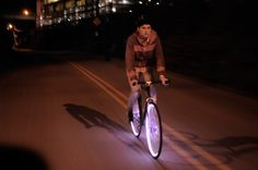 very much not stvo-konform. <3 wish they did a kickstarter campaign. i'd totally fund 'em. (via http://www.jakesnewblog.com/2011/05/18/i-want-this-aura-bike-rim-lights)