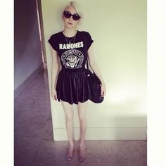 Ramones shirt, sunglasses and jelly shoes