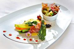 Gemüsesaltimbocca auf warmem Alpkäse mit Erdäpfelsalat und Bündner Bramata
