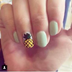 Pineapple accent nail