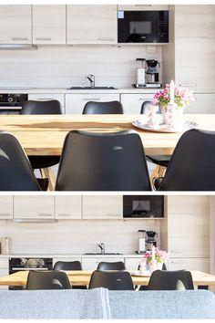 Salvos toteuttaa unelmiesi hirsirakennukset helposti ja luotettavasti! Löydä inspiraatiota jo toteuttamistamme hirsiunelmista ja kerää ideoita esimerkkimalleistamme. Tutustu ja ihastu!  #salvos #hirsimökki #hirsisauna #sauna #hirsiaitta #hirsi #hirsirakennus #mökillä #mökki #summerhouse  #finnish #loghouse #logcabin #logsauna #logbuilding Corner Desk, Conference Room, Table, Furniture, Home Decor, Corner Table, Decoration Home, Room Decor, Tables