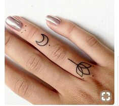 Minimal geometric finger tats