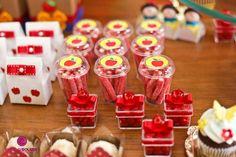 Branca de Neve Disney Princess Birthday Party, Princess Theme Party, Prince Birthday, One Year Birthday, 6th Birthday Parties, 1st Birthday Girls, Sweet 16 Themes, Snow White Birthday, Candy Favors