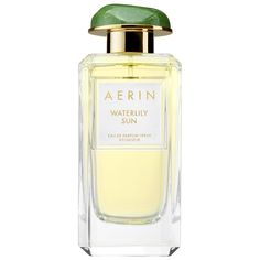 Like sunlight reflecting on water, bright Sicilian bergamot and lush dewy greens entice the senses for an invigorating, luminous first impression. Delicate yet alluring waterlily and soft, exotic jasmine sambac add layers of depth and intensity, warm