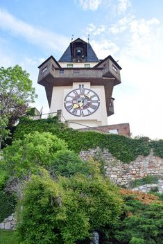 Discover all the free things to do in Graz, Austria from the stairs of reconciliation to the views from Schlossberg and Murinsel at night. Graz Austria, Outdoor Theater, Austria Travel, Information Center, Free Things To Do, Europe, World Heritage Sites, Nice View, Old Town