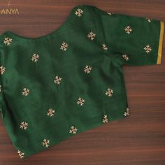 Bright vibrant and attractive the creeper design on this blouse is done exquisitely. Kids Blouse Designs, Hand Work Blouse Design, Simple Blouse Designs, Stylish Blouse Design, Designer Blouse Patterns, Fancy Blouse Designs, Bridal Blouse Designs, Saree Blouse Designs, Sari Blouse