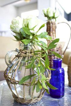 Wicker Demijohn Bottles - Thrifty Style Team - 2 Bees in a Pod Bottles And Jars, Glass Bottles, Glass Vase, Pub Wedding, Wedding Bottles, Wedding Decorations, Table Decorations, Thanksgiving Ideas, Vases Decor