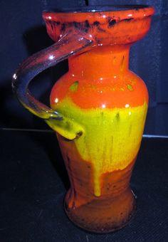Vintage  vaas met gedraaide oor