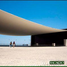No Parque das Nações, em Lisboa, foi o edifício responsável por abrigar a representação nacional portuguesa, na Exposição Mundial de 1998. Projetado por Álvaro Siza Vieira, chama atenção por sua ampla praça coberta por uma folha sobre dois tijolos.