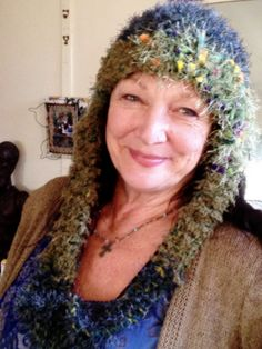 Suzannah Mee modelling my crochet & knitted hat.......xxx