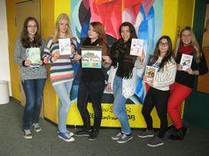 """Bei der Aktion """"#Ehrenamt ist Ehrensache - Die Zeit nehme ich mir"""" der Stadt Lohmar haben Schülerinnen und Schüler bewiesen, dass bei ihnen #Engagement groß geschrieben wird und sie sich in ihrer Freizeit auch die Zeit für ein Ehrenamt nehmen.   Die Stadt Lohmar hatte in einer #Gewinnspiel-#Aktion junge Menschen aufgerufen, ihr persönliches #Engagement zu beschreiben und damit auch Vorbild für die junge Generation zu sein.  Die Schüler/-innen (Bild 1 v. l.) Laura Schaal, Selina Mosig…"""