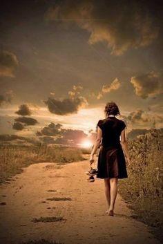 """Foto: 57. """"Que bom que temos sempre um novo dia para acreditar, levantar e seguir. Hoje voce tem a chance de recomeçar seus sonhos, se for preciso largue tudo, deixe os sentimentos, as pessoas, mas faça uma nova caminhada. Voce não veio a esta vida para sofrer, para chorar. Seu destino é você que faz, rumo voce toma, felicidade voce busca e faz acontecer.  Hilario Josepe"""