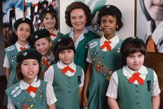 The brought many sartorial changes for the Girl Scouts, including the introduction of five separates that could create 12 different outfits. Among the options? A green A-line jumper, white blouses with trefoil stripes, red ties, and wool berets. Daisy Uniform, Girl Scout Uniform, Girl Scout Swap, Girl Scout Leader, Daisy Girl Scouts, Girl Scout Troop, Boy Scouts, Girl Scouts Of America, Brownie Girl Scouts