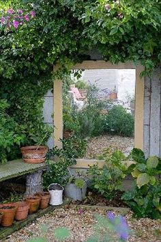 Fascinating Garden Mirrors Ideas - MORFLORA Small garden idea: Flesh out the lo. - Fascinating Garden Mirrors Ideas – MORFLORA Small garden idea: Flesh out the loveliness of your - Small Courtyard Gardens, Small Courtyards, Small Gardens, Outdoor Gardens, Small Garden Design, Patio Design, Very Small Garden Ideas, Ideas Para Decorar Jardines, Garden Mirrors