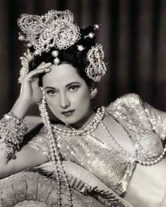 """In Pictures: Merle Oberon Here is our fourteenth installment of this very successful feature to """"Love Those Classic Movies! Golden Age Of Hollywood, Vintage Hollywood, Hollywood Glamour, Classic Hollywood, In Hollywood, Hollywood Actresses, Merle Oberon, Jean Harlow, Marilyn Monroe"""