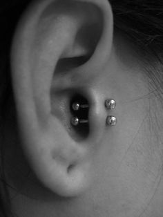 A tragus piercing is a very subtle form of body modification. Interested in the tragus piercing cost or process? Tragus Piercings, Cool Piercings, Piercing Tattoo, Body Piercing, Tragus Earrings, Vertical Tragus Piercing, Piercing Types, Anti Tragus, Man Stuff