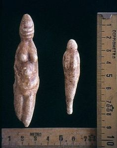 mammoth-ivory (or auroch / horse bone) Venuses from the Grotto of the Venuses, Parabita (Sarento, - Bce. Paleolithic Period, Paleolithic Art, Archaeological Discoveries, Archaeological Finds, Sacred Feminine, Divine Feminine, Horse Bones, Venus, Art Pariétal